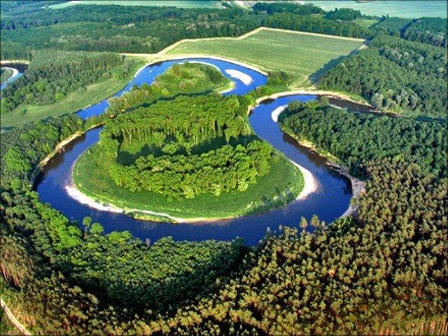 Narovnané řeky musíme opět zvlnit. Pro krajinu jsou meandry vhodnější, jde i o podzemní vody