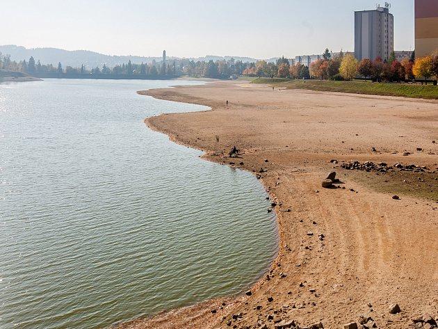 Jablonecké přehradě hrozí vyschnutí, zvrátit to může bílá zima