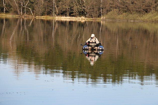 Rybáři se na Sykovci učili královské disciplíně, tedy muškaření