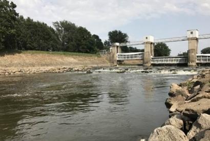 Hledání dravých ryb v řece