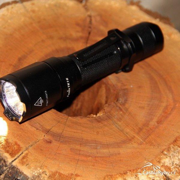 S taktickou svítilnou Fenix TK16 se budete cítit jako člen speciální jednotky