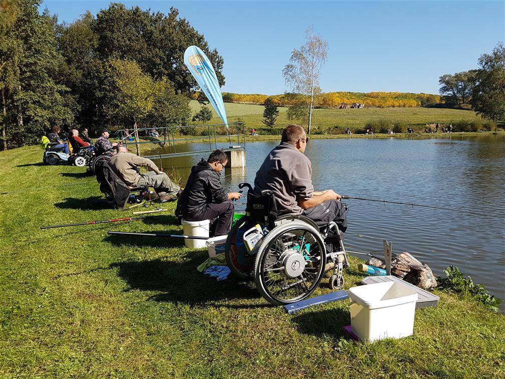 Parádní akce! Kladrubští rybáři pořádali rybářské závody. Chytaly děti, dospělí i handicapovaní!
