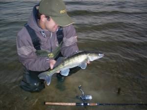 Lov trofejních candátů na rybičku: Jak zatraktivnit nástrahu? Tohle funguje i na ty největší candáty!