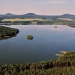 Rybářská dovolená: Máchovo jezero láká na krásné rybaření! Lokalita nabízí ale i další úžasné atrakce