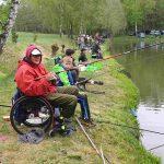 Rybářský závod s tradicí: V Kladrubech závodili handicapovaní rybáři i děti