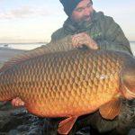 GIGANTICKÝ KAPR: Slovenský rybář ulovil šupináče o váze 34,7 kilo! Neskutečná ryba!