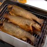VIDEO: Stolní udírna na ryby za pár korun, která je velká jako krabice! Udit ryby teď může každý!