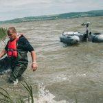 """Ostuda na věhlasném kaprařském závodě? U bójek závodníků rybaří """"běžní"""" rybáři z lodí"""