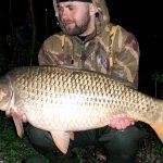 Podzimní lov kaprů: Jak zaujmout kapry? Zaručené taktiky krmení, díky kterým ulovíte krásné ryby!