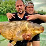 Obrovský kapr přes 45 kilo váhy! Čeští rybáři stanovili nový rekord! Kde gigantického kapra chytili?