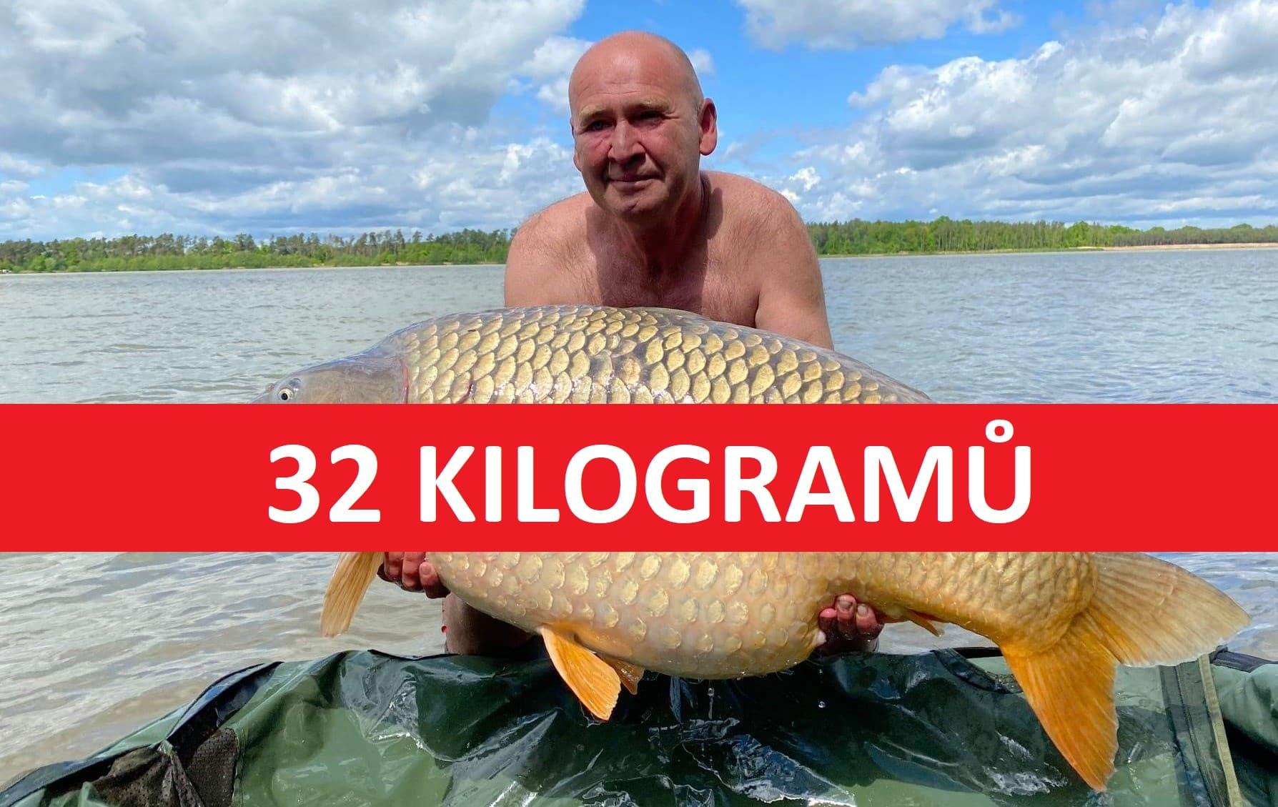 Kapr o váze 32 kilo zčeského jezera! Rybář jej chytil vposlední den výpravy