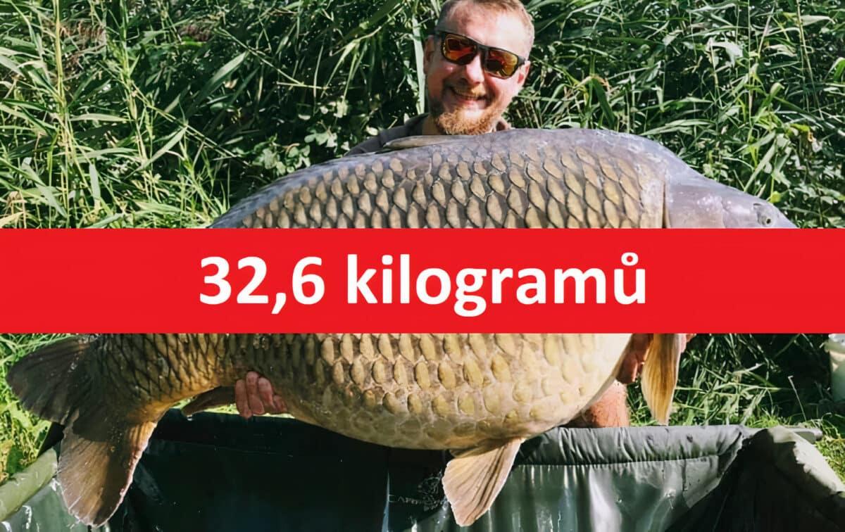 Kapr o váze 32,6 kilogramů z české vody! Rybář ho chytil na soukromém revíru