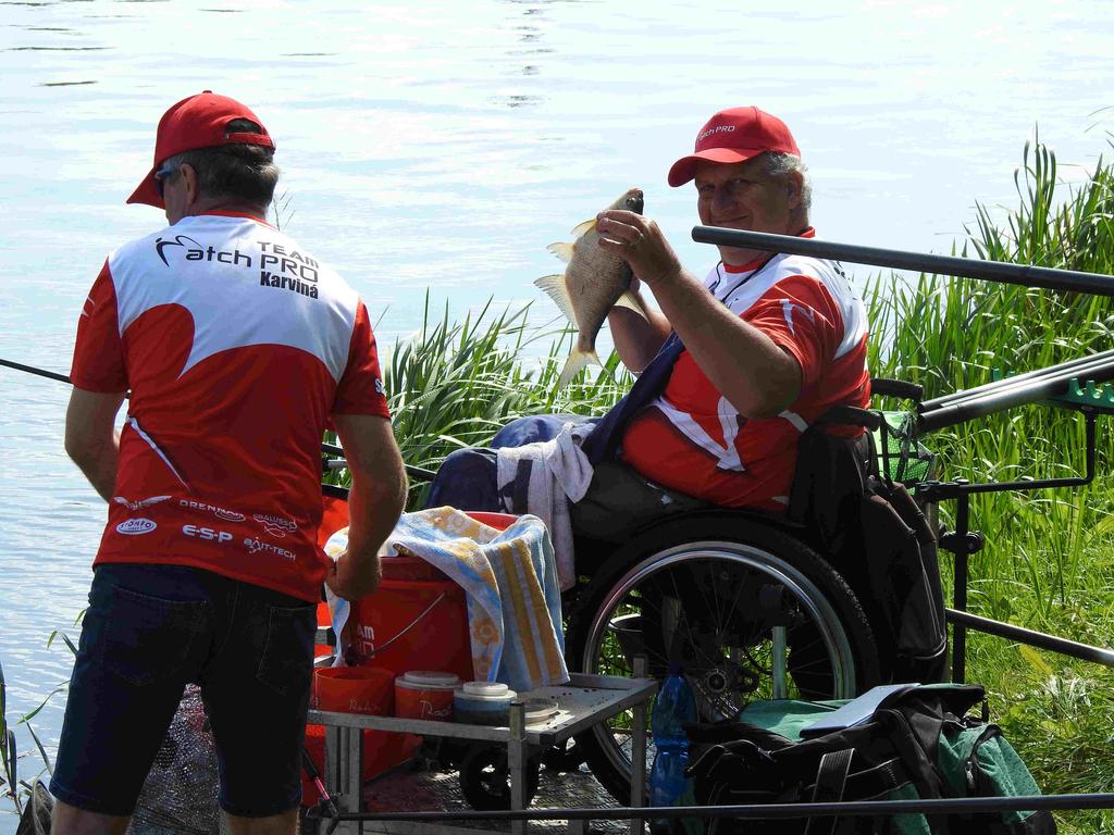 Soustředění širšího výběru reprezentace handicapovaných rybářů vplavané