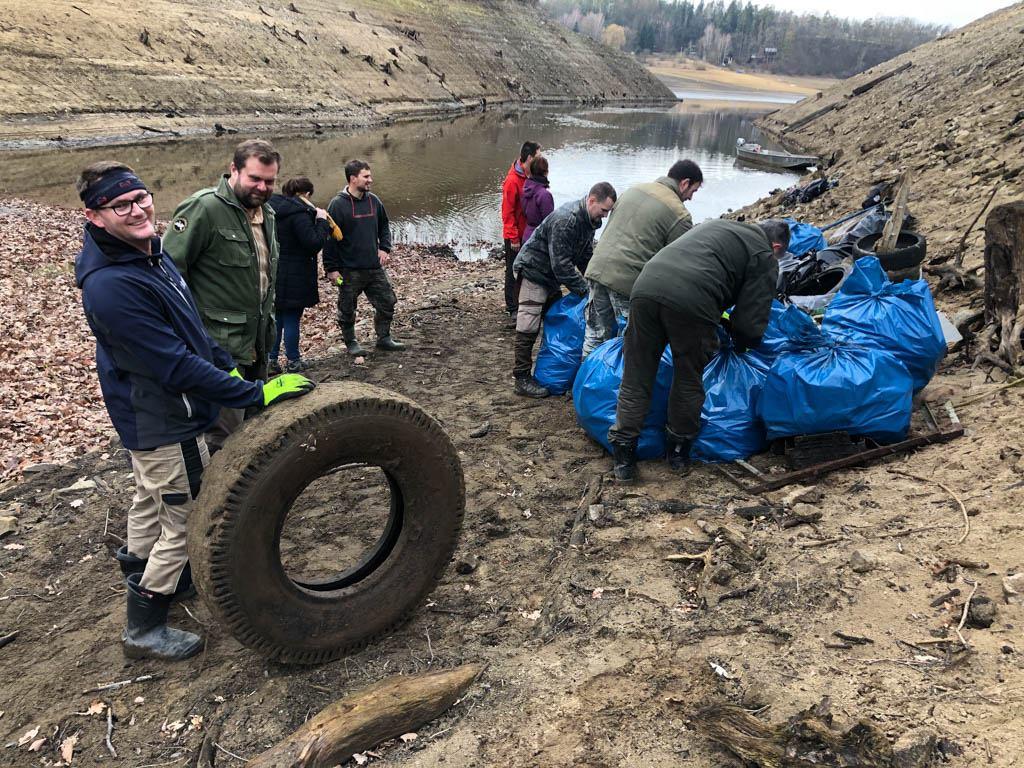 Úklid Orlické přehrady: Děkujeme dobrovolníkům za pomoc!