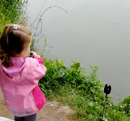 VIDEO: Vyhlášení soutěže o nejlepší dětské video. Čtyřletá holčička a její první úlovek