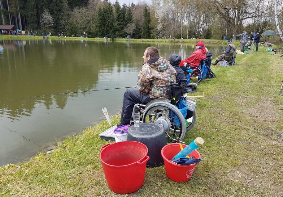 Handicapovaným rybářům ukradli vybavení za více než 100 tisíc! Žádají o pomoc