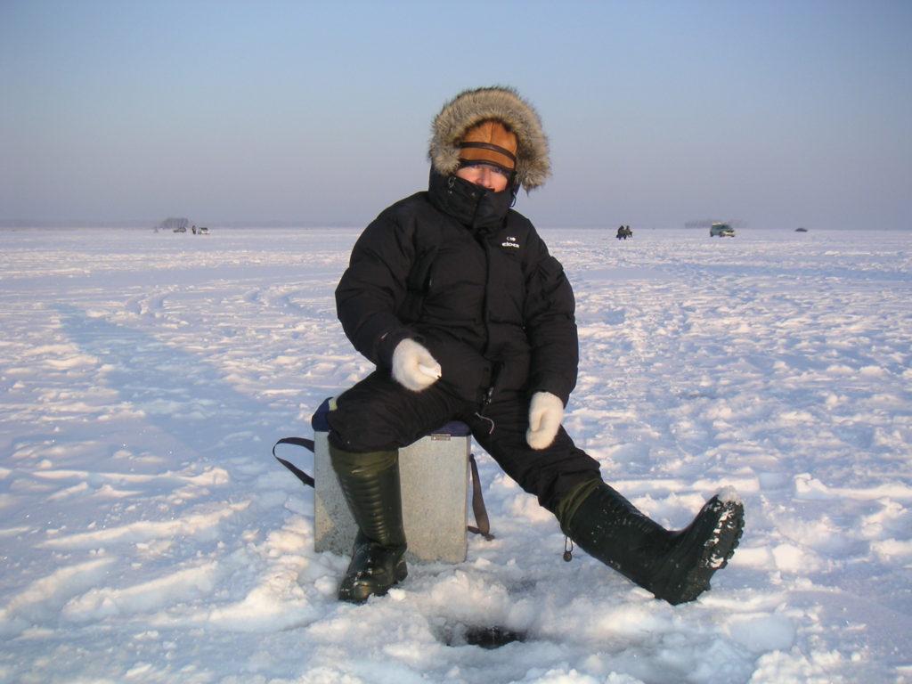 Zimní rybolov na Sibiři na Obském jezeře