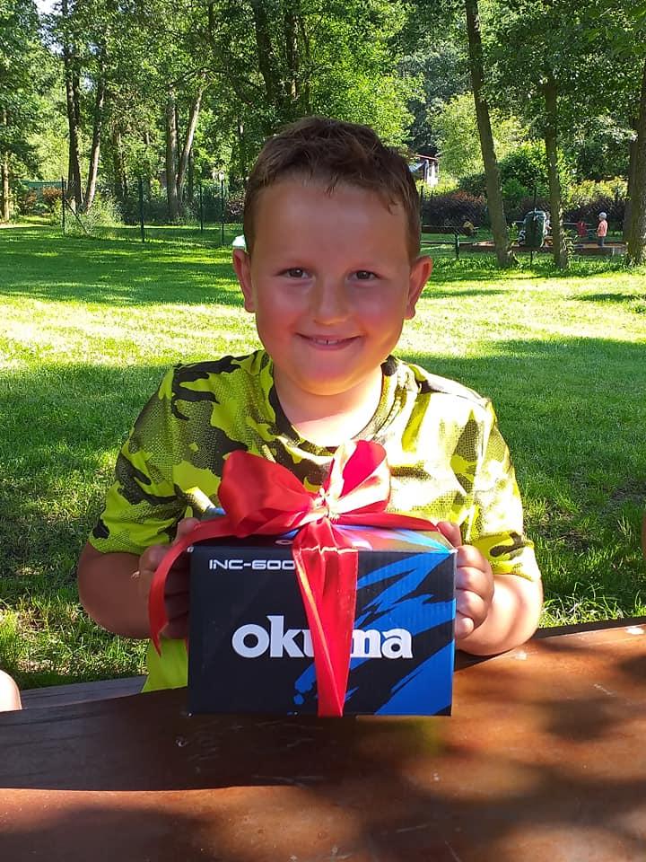 Chlapec, který ulovil 117cm štiku, má nového mecenáše