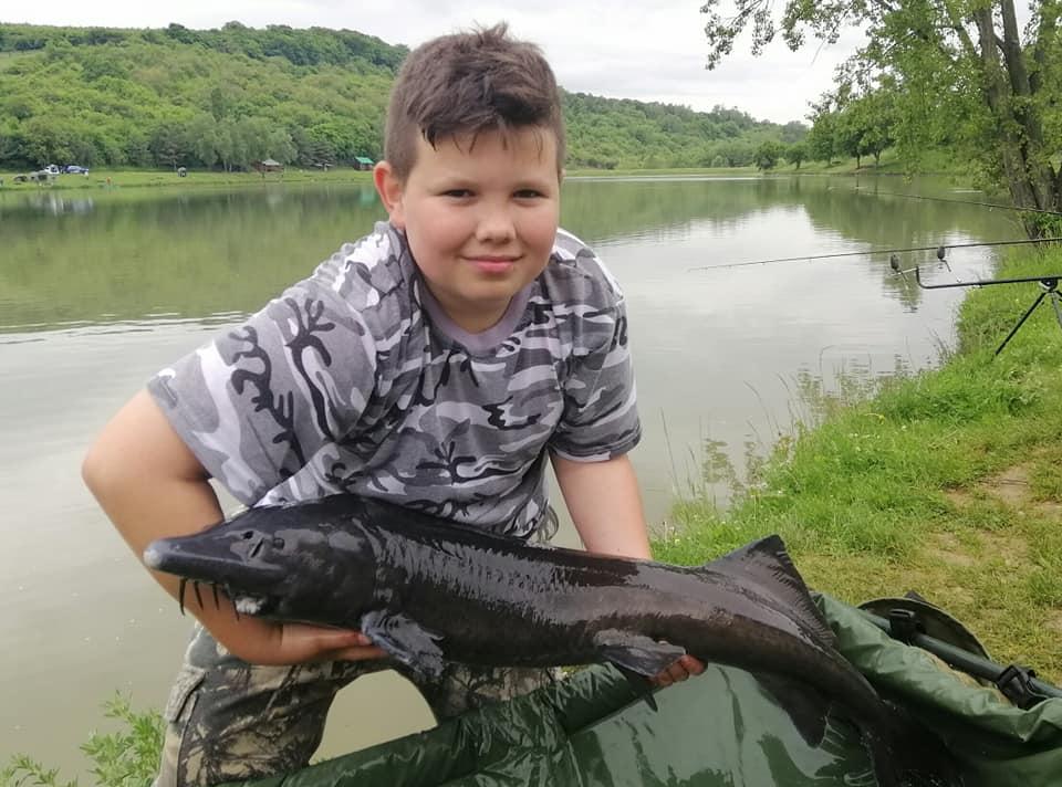 Mladému rybáři změnil 15kg kapr život. Povede se mu ulovit vysněného veslnose?