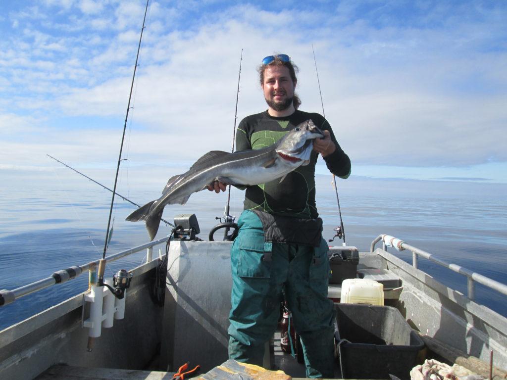 Obří žralok sleďový zaútočil na kelery přímo u lodi. Jak zareagovali rybáři?