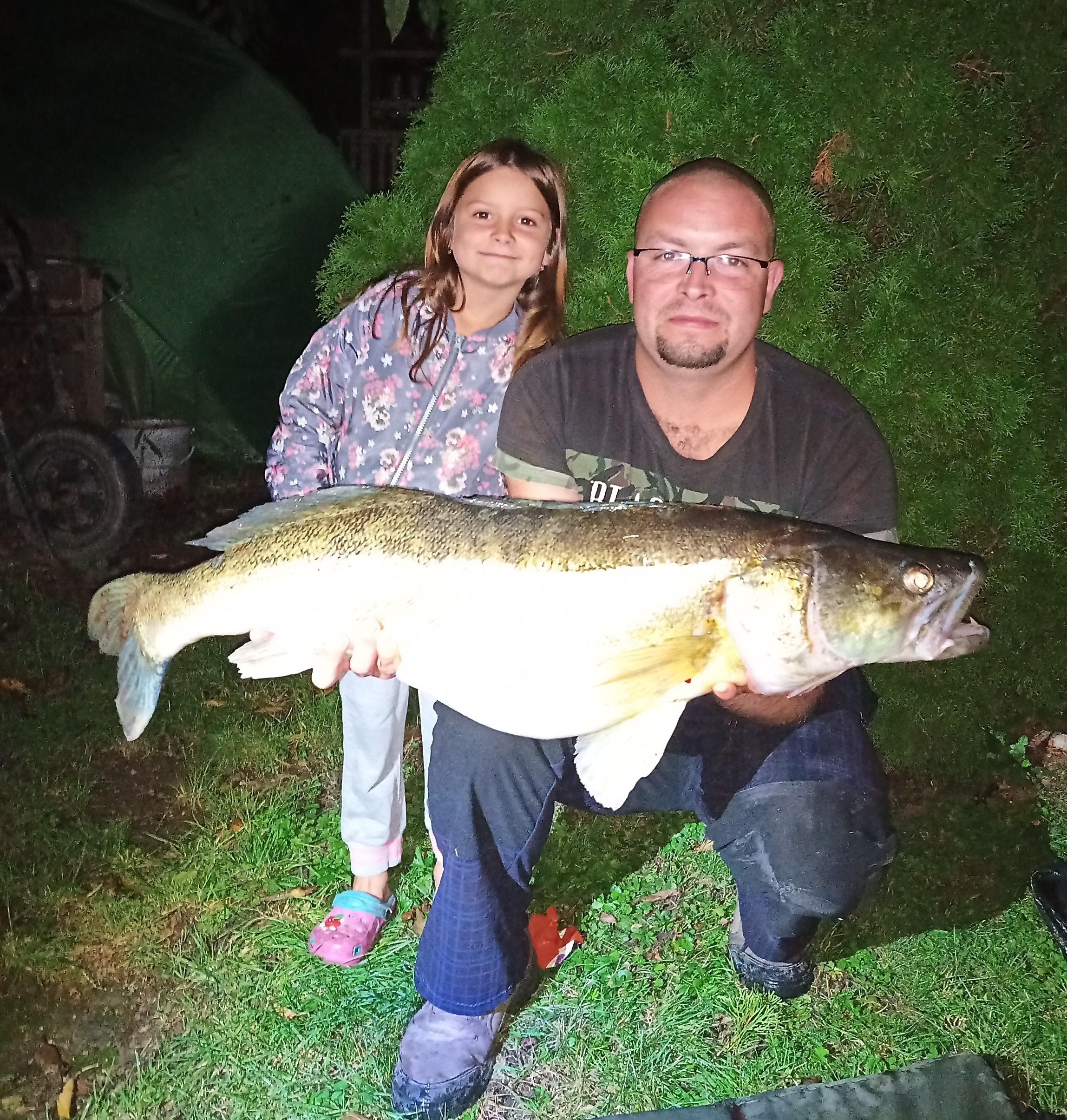 Rybář ulovil obrovského candáta. Vážil skoro 10 kilo!