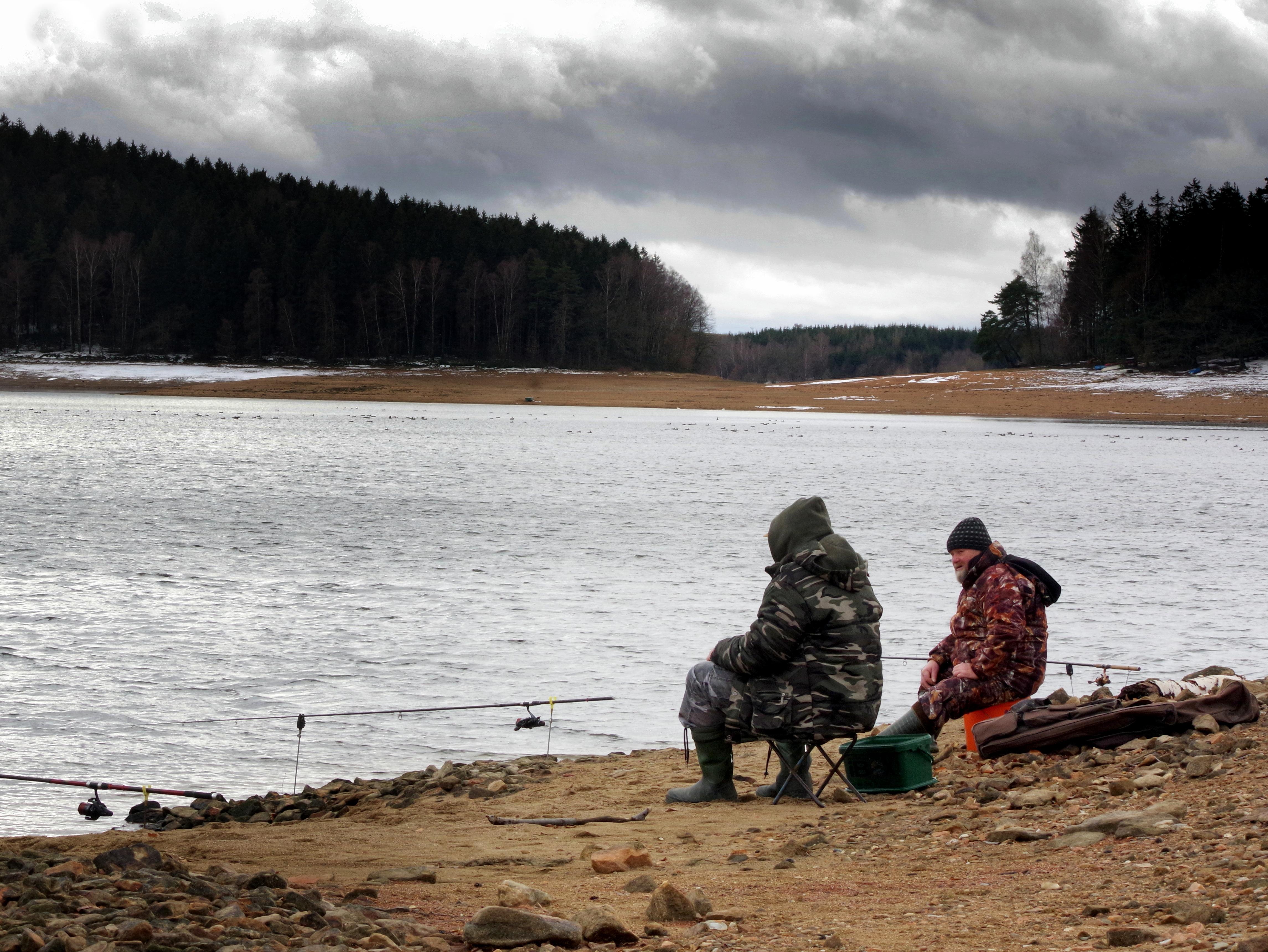 Propadl vám v březnu rybářský lístek? Můžete chytat dál, rozhodlo ministerstvo