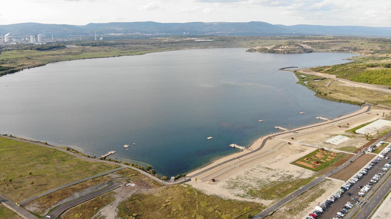 Jak vypadá nově otevřené jezero Most pod hladinou? Množství dravců na videu vás uchvátí