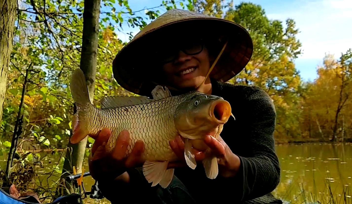 Šonova hodina rybářské vietnamštiny: Câu cá cùng chó Bobik [Kau-ka-kung-čo-bobik] = Rybaření se psem