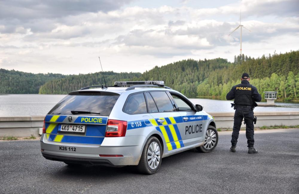 Pozor na policejní kontroly na nádrži Horka! Rybařit se tu nesmí