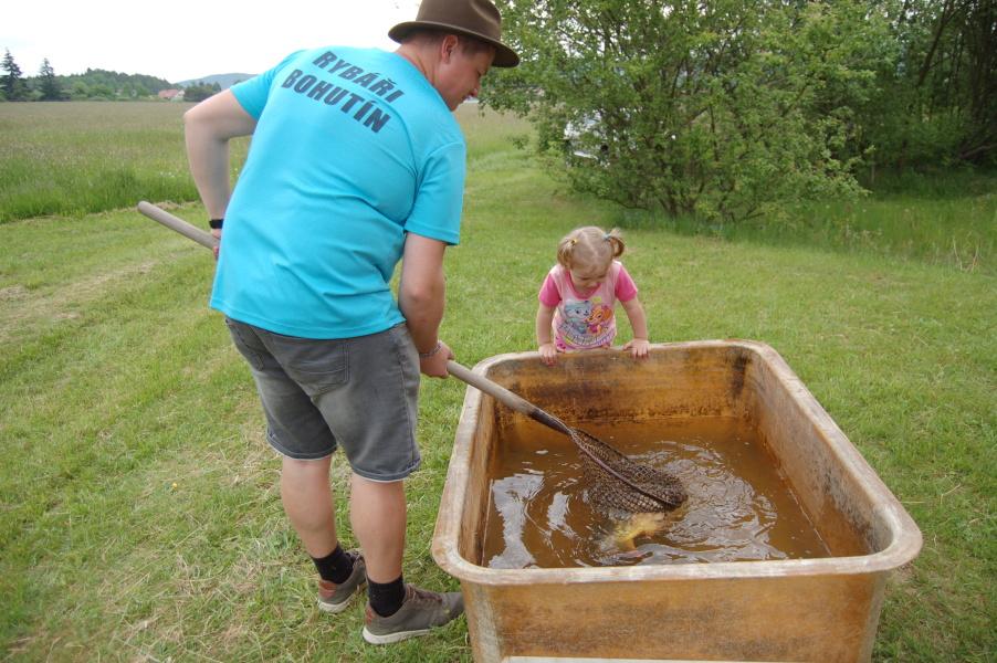 Malí rybáři změřili síly na rybníku v Luhu