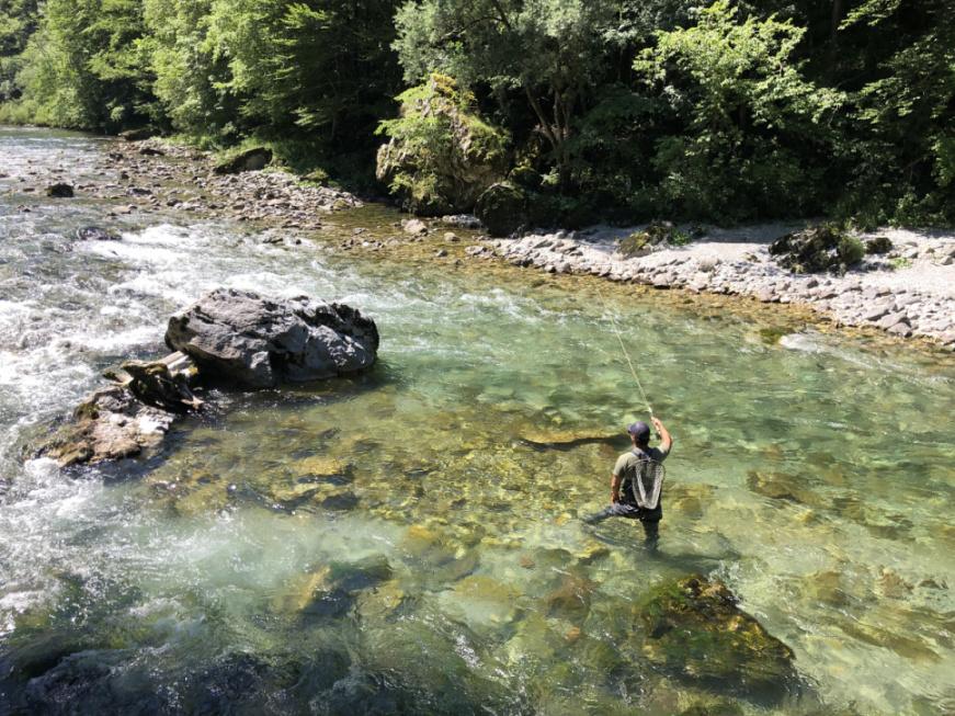 Říjnové Rybářství: Lov bojovných a zdravých pstruhů v kouzelném Slovinsku