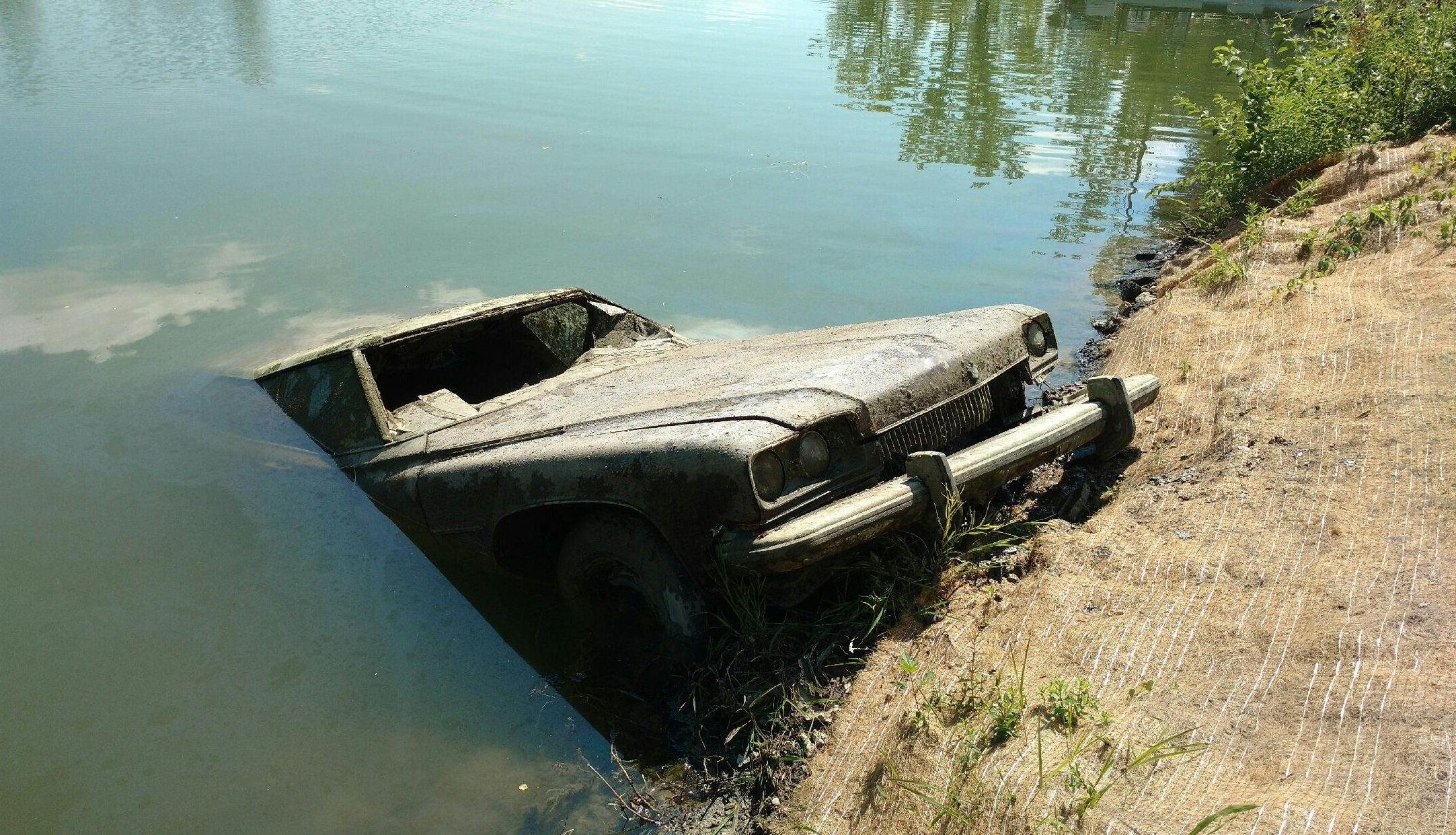 Vytáhli vrak auta z řeky. Co z něj vypadlo, vám vyrazí dech
