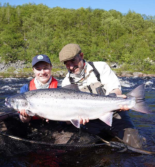 Ruský rybář ulovil obrovského lososa, podle statistik IGFA jde o rekord