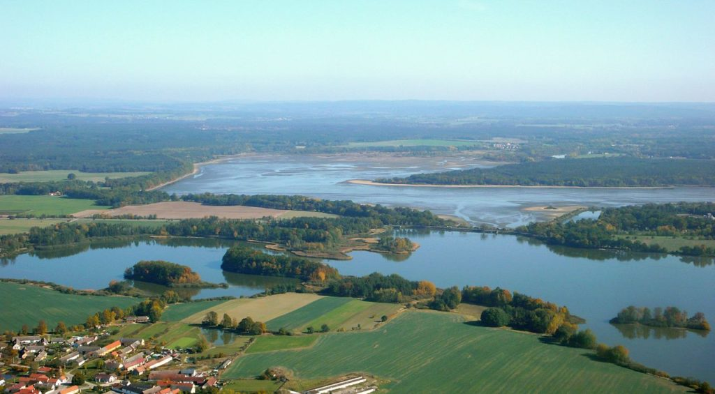 Začal výlov rybníka Rožmberk, rybáři očekávají 150 tun ryb