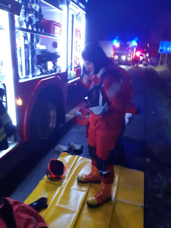 Statečný rybář zachránil mladou ženu, která vjela autem do nádrže