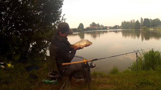 Video: Lov kaprů na rybníce na klasický feeder s košíkem