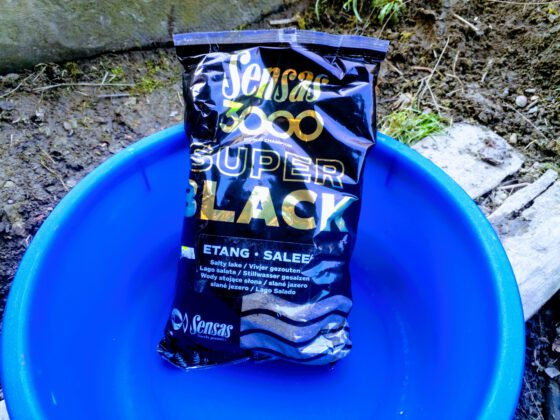 Krmení Sensas Dark Salty Etang (jezero černé slané)