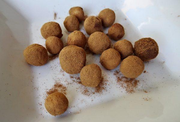 Chlebové kuličky - skořicové - připravené k sušení