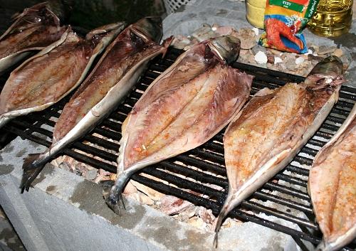 Syrové makrely na roštu
