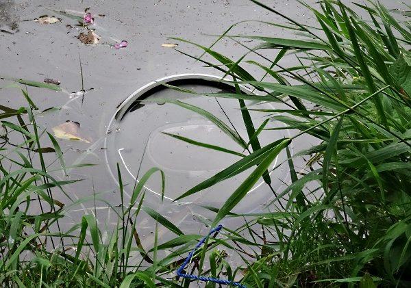 Řízkovnice - nádoba na nástražní rybky.