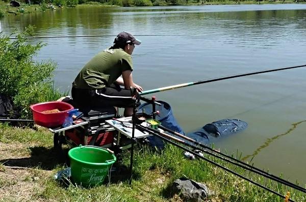 Rybář na závodech - v akci