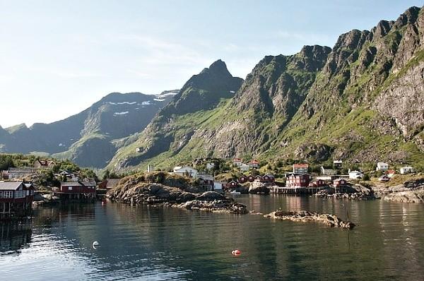 Úžasní scenérie - typická fotografie norské vesnice