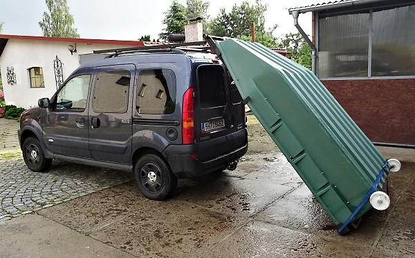 Převážení lodi na střeše auta ....
