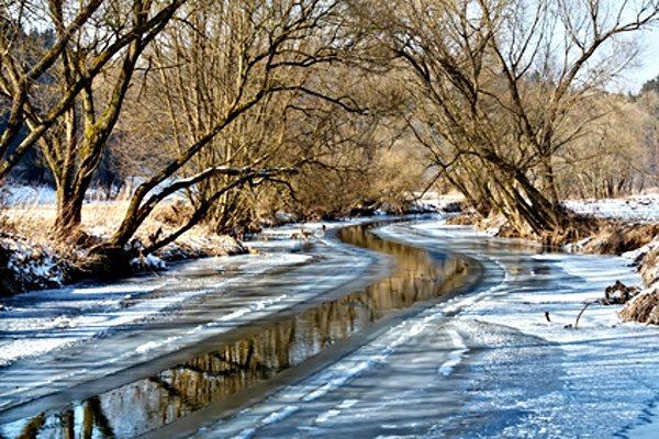 Řeka v zimě - ilustrační foto