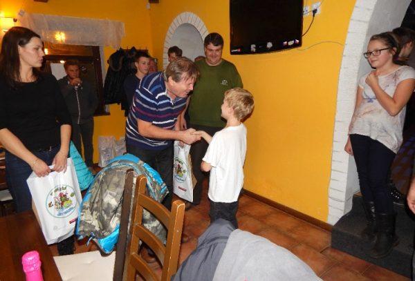 Vánoční večírek - přání a předávání dárků