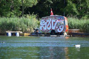 house-on-the-water-karavan