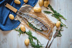 Pečený-pstruh-s-koprem-a-brambory
